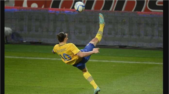 Zlatan Ibrahimovic dengan adegan tendangan saltonya yang terkenal untuk Swedia.