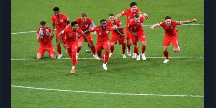 Pemain Inggris bersorak setelah penendang terakhir, Eric Dier, memastikan kemenangan adu penalti Inggris atas Kolombia, Rabu dinihari, di babak 16 besar Piala Dunia 2018.