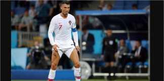 Mantan pelatih di Manchester United membeberkan alasan Cristiano Ronaldo gemar menarik celana tinggi-tinggi sebelum mengambil tendangan bebas.