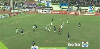 Apakah benar ini offside? Proses terjadinya gol Komarudin pada awal babak kedua yang membawa PSIS Semarang unggul 1-0 atas tamunya, Persebaya Surabaya