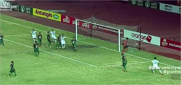 Laga Persebaya Surabaya vs PSMS Medan pada hari Rabu malam di Stadion Bung Tomo, berlangsung seru dengan kedua tim siling berganti melakukan serangan.