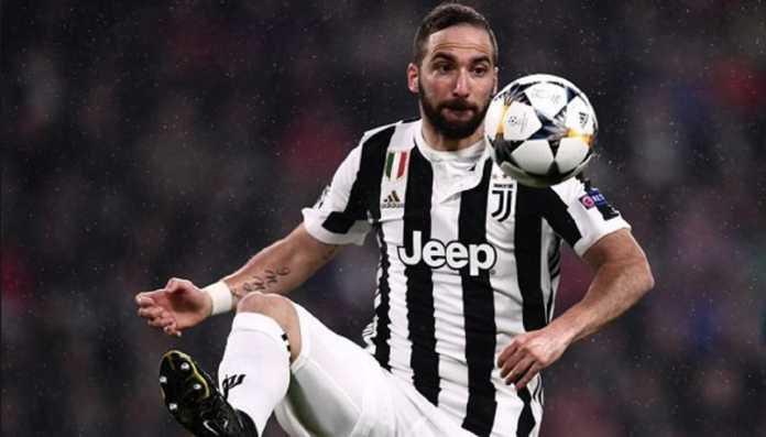 Juventus kesulitan menjual Gonzalo Higuain, usai mereka kedatangann Cristiano Ronaldo, dan sejauh ini hanya Chelsea yang berminat pada pemain asal Argentina itu.