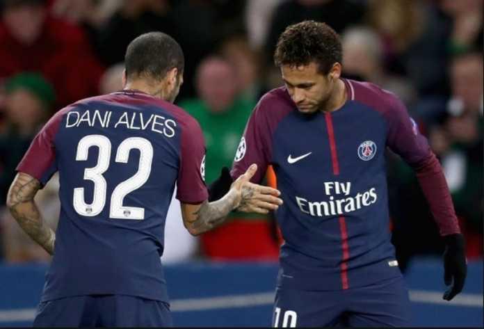 Liga Internasional - Dani Alves Bela Neymar dari Semua Pengritik.