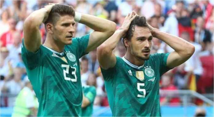 Reaksi Christoph Kramer dan Mats Hummels saat menyadari Jerman tersingkir dari Piala Dunia 2018.