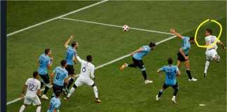 Raphael Varane (lingkaran kuning) menyundul bola untuk membelokkan arah ke tiang jauh gawang Uruguay pada laga perempat final Piala Dunia 2018, Jumat malam.
