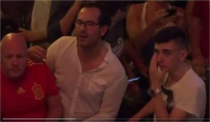 Tangisan fans Spanyol mewarnai kekalahan La Roja tadi malam di babak 16 besar Piala Dunia 2018.
