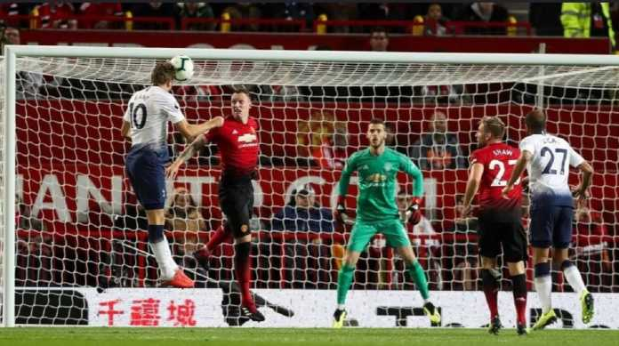 Sudah Kalah, Manchester United Juga Kehilangan Phil Jones