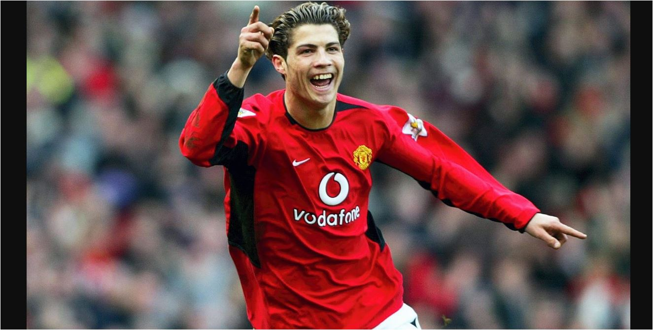 Cristiano Ronaldo Telanjang Kagumi Tubuhnya Sendiri Di