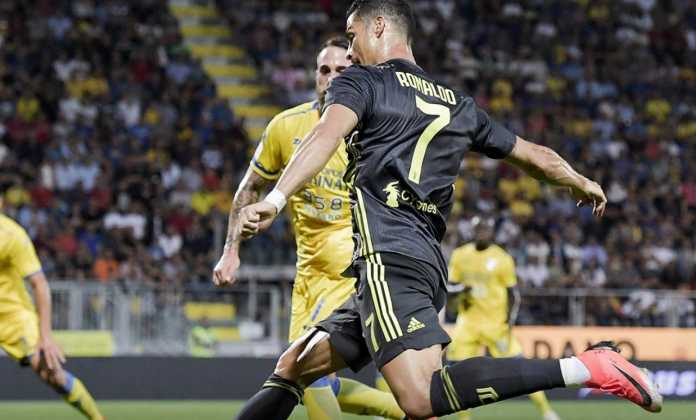 Cristiano Ronaldo ,mencetak gol pertama dalam laga antara Frosinone vs Juventus yang ditutup dengan skor akhir 0-2.