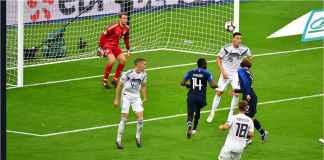 Adegan saat Antoine Griezmann menanduk bola ke tiang jauh gawang Jerman pada laga UEFA Nations League, Rabu dinihari WIB