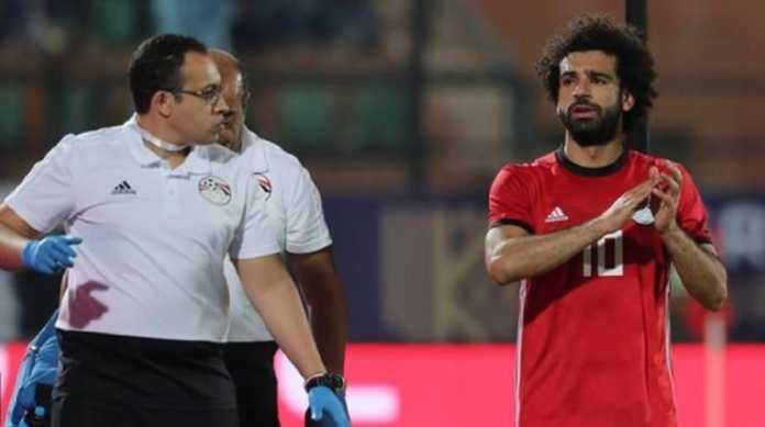 Bintang Liverpool, Mohamed Salah, cedera usai mencetak gol untuk Timnas Mesir yang menang telak 4-1 atas Timnas eSwatini di ajang Africa Cup of Nations, Sabtu (13/10) WIB.