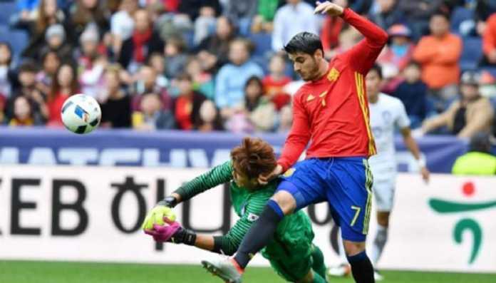 Berita Bola - Untuk pertama kalinya dalam dua tahun terakhir, Timnas Spanyol berlaga tanpa para pemain Barcelona, di laga kontra Wales yang dimenangkan La Furia Roja, 4-1.
