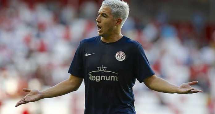 Berita Transfer - Everton ingin datangkan Samir Nasri yang berstatus bebas agen, setelah sanksi doping atas pemain itu berakhir bulan depan.