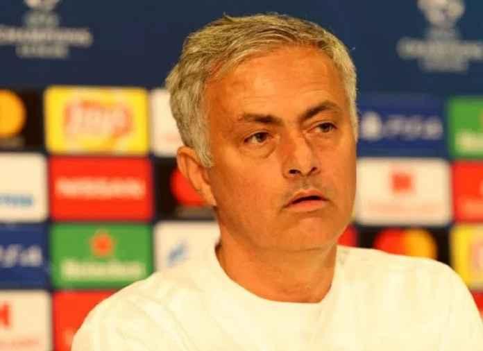 Berita Transfer - Jose Mourinho minta CEO Manchester United, Ed Woodward pertahankan Juan Mata dan Ander Herrera.