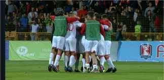 Para pemain Gibraltar bergembira setelah merayakan kemenangan pertama laga kompetitif dari 23 pertandingan terakhirnya, tadi malam, di kandang Armenia