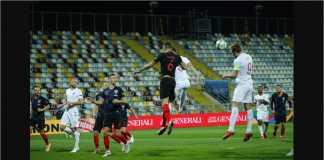 Harry Kane menanduk bola, yang hanya memantul di tiang gawang pada laga UEFA Nations League, Sabtu dinihari, di kandang Kroasia