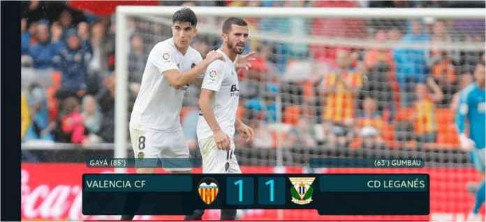 Pemain Valencia Jose Gaya merayakan gol penyama skor ke gawang Leganes pada laga Liga Spanyol, Sabtu