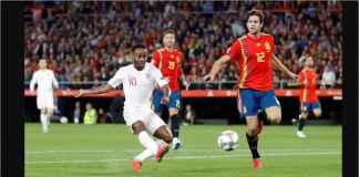 Raheem Sterling menerima bola silang panjang dari Marcus Rashford guna menjadi gol pertama Inggris ke gawang Spanyol, Selasa dinihari