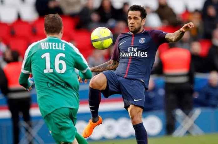Dani Alves Ingin Pensiun di Liga Inggris
