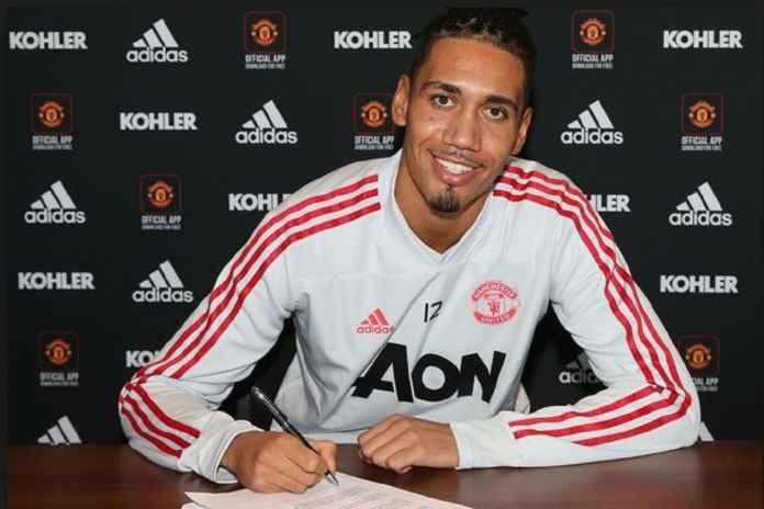 Chris Smalling Perpanjang Kontrak di Manchester United Hingga 2022