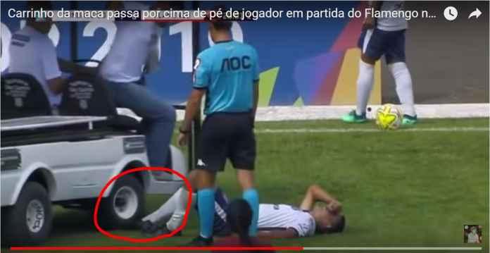 Pemain Bola Brasil Ini Cedera, Eh Kakinya Malah Dilindas Mobil Medis