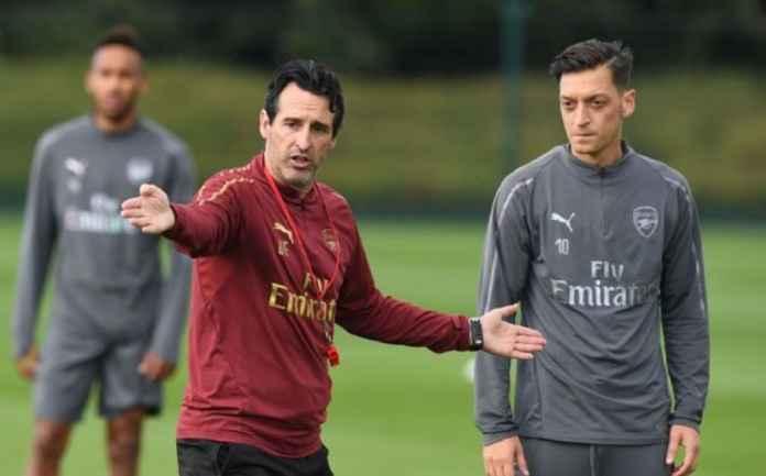 Pelatih Arsenal Angkat Bicara Soal Spekulasi Transfer Mesut Ozil