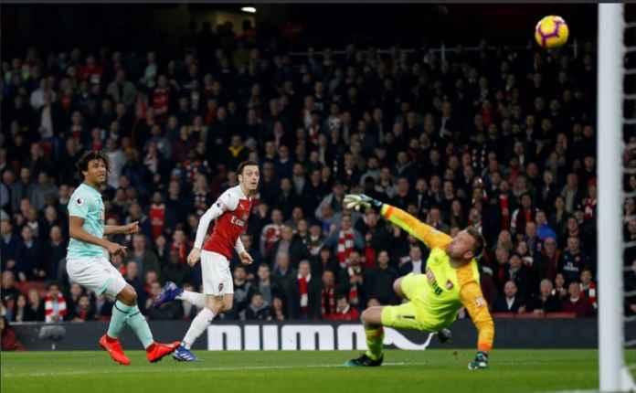 Arsenal Indikasikan Mesut Ozil Bermain Kontra Tottenham Hotspur