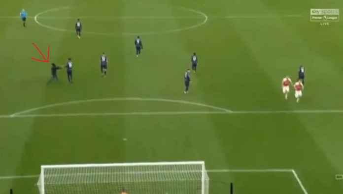 Berita Bola - Arsenal Hukum Suporter dan Minta Maaf pada Manchester United