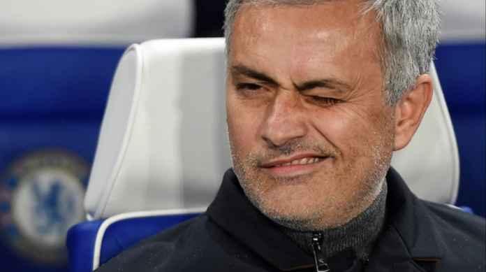 Jose Mourinho kerap bertingkah main mata dengan los Blancos jika berada di depan awak media