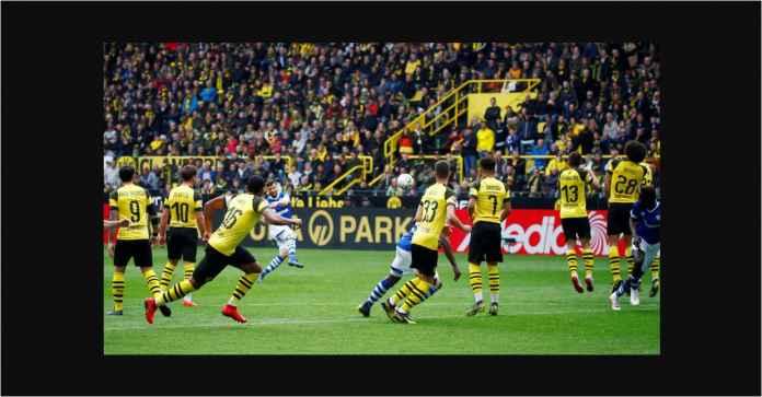 Lihat Dua Kartu Merah Membunuh Peluang Juara Borussia Dortmund