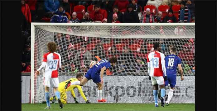 Lihat Gol Marcos Alonso, Pemain Chelsea yang Pernah Diusir Maurizio Sarri