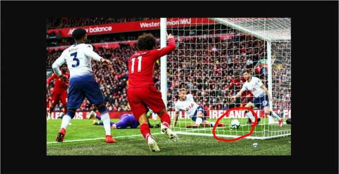 Sundulan Mohamed Salah Berujung Bunuh Diri Bek Tottenham