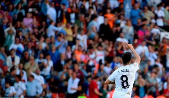 Carlos Soler saat merayakan gol di laga Real Valladolid vs Valencia
