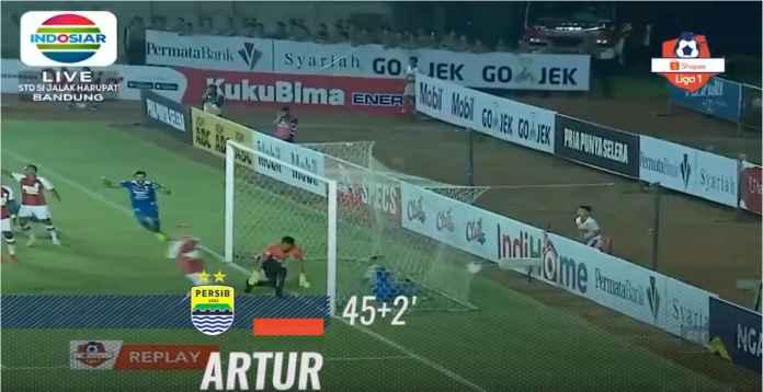 Hasil Persib Bandung vs Persipura Jayapura 3-0, Puncaki Klasemen