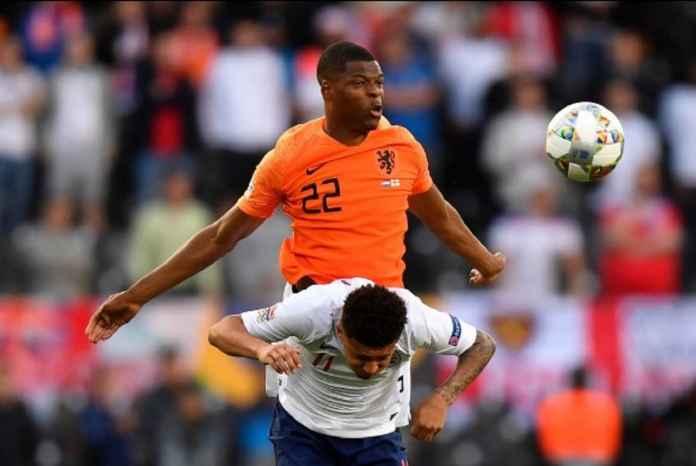 Manchester United Incar Bek Kanan PSV