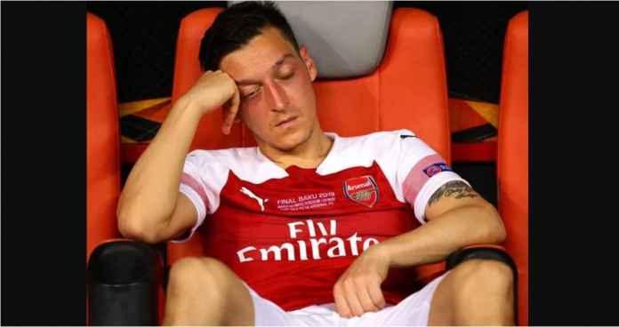 Unai Emery Paksa Arsenal Rugi Rp 420 Milyar Demi Buang Mesut Ozil