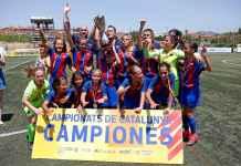 Tim Putri Barcelona merayakan kemenangan mereka di liga pria
