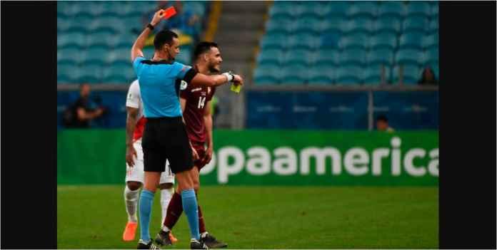 10 Pemain Venezuela dan Dua Gol Dianulir Gagalkan Kemenangan Peru