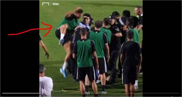 Ronaldo Membela Fans Juventus Dengan Menerjang Polisi China