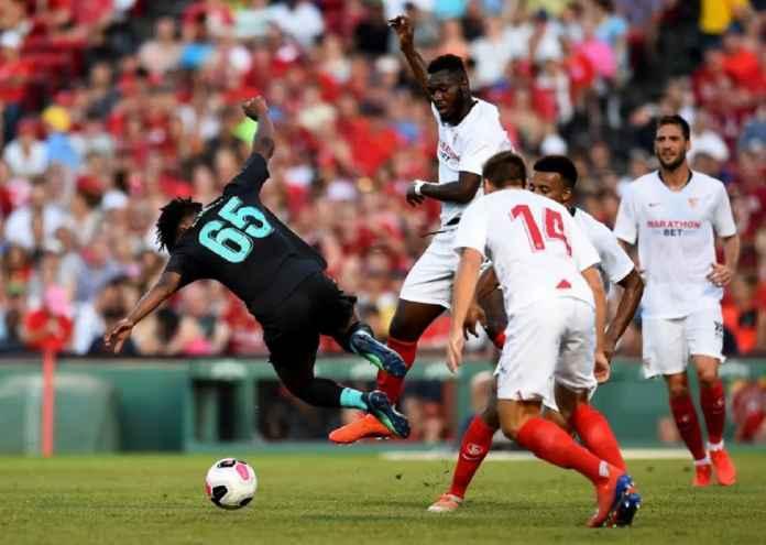 Liverpool Dikalahkan Sevilla, dan Kehilangan Bintang Mudanya