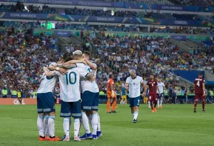 Brasil vs Argentina: Lionel Messi Jadi Pendukung Aguero