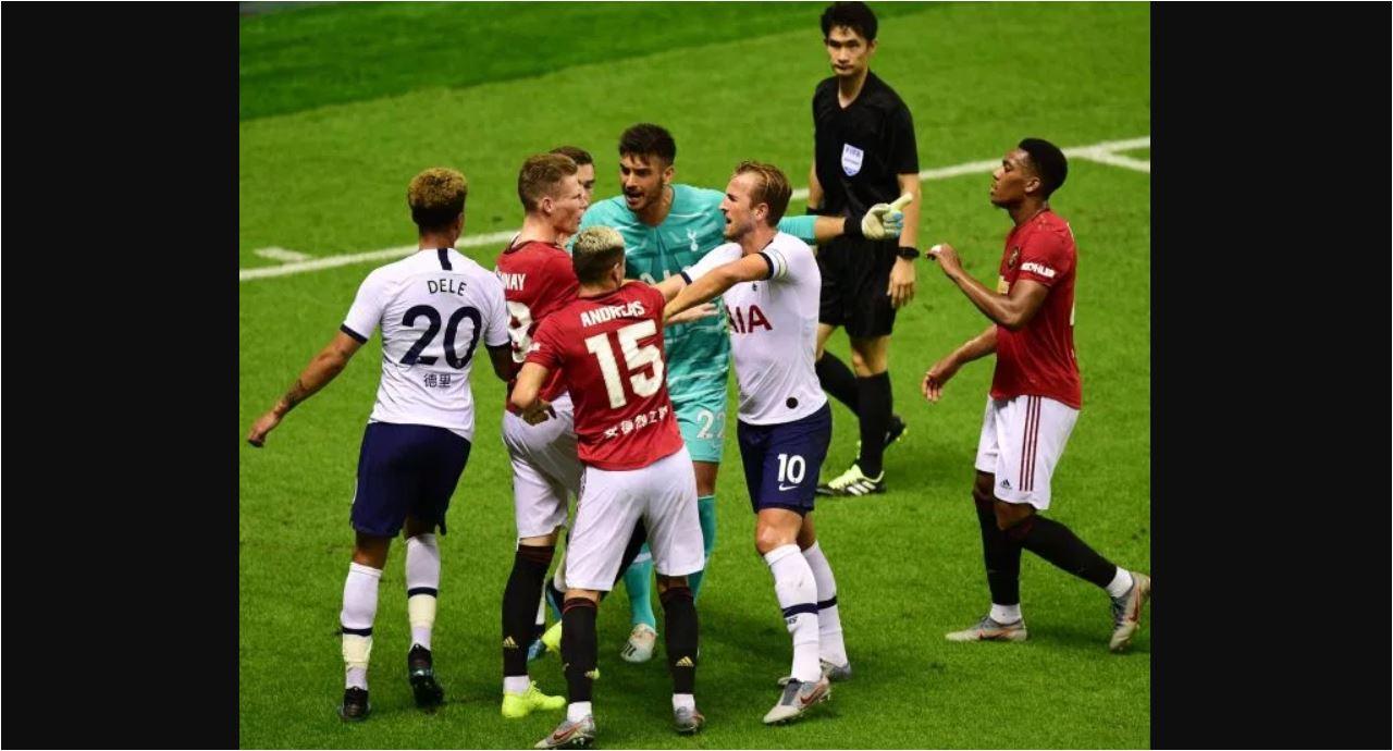 Persahabatan Tottenham Vs Manchester United Berubah Jadi