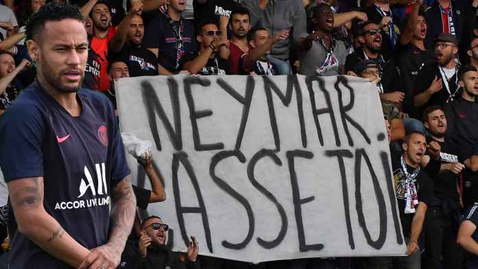Fans PSG usir Neymar