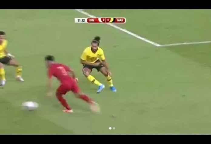 Babak kedua baru dimulai, Lilipaly sudah mengancam gawang Malaysia saat laju pemain Bali United ini tak terbendung dan menembakkan tendangan terarahnya. NYARIS!! Sayang, bola Lilipaly masih melebar dari gawang Malaysia. Namun, Indonesia beberapa kali nyaris kecolongan di babak kedua. Sementara Malaysia, harus diakui tampil lebih cemerlang di 45 menit terakhir. GOLL!! Malaysia berhasil samakan kedudukan di menit ke-74, saat Syafiq Ahmad tiba-tiba muncul dan langsung menyambar bola hasil sepak pojok dengan sundulan kepalanya. Malaysia pun samakan kedudukan 2-2.