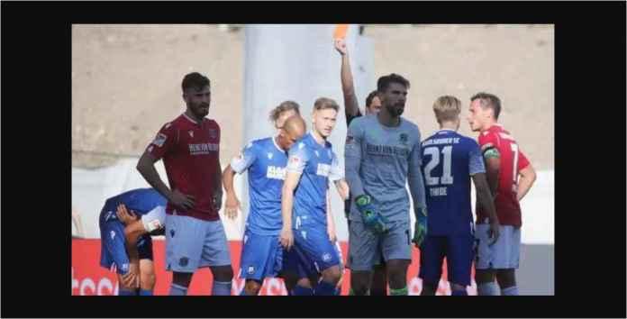 Kiper Liga Jerman Diusir Pukul Biji Pelir Pemain Lawan, Lucu Tapi Ngilu