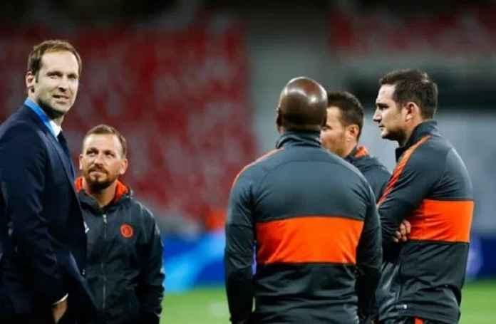 Chelsea Tak Masalah Petr Cech Jalani Karir Baru