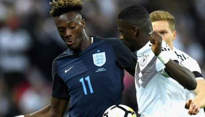 Timnas Inggris Hadapi Aksi Rasial dengan Cara Sendiri