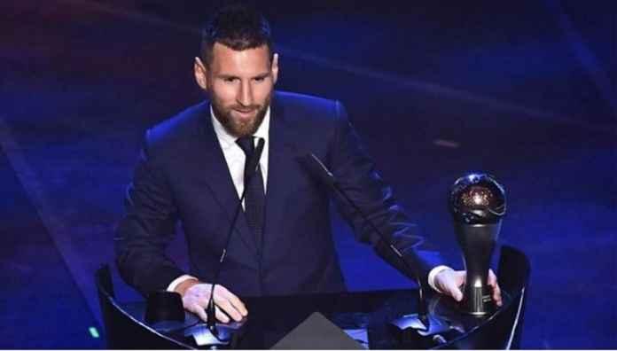 Lionel Messi Pamerkan The Best Fifa Jelang Barcelona Kontra Sevilla