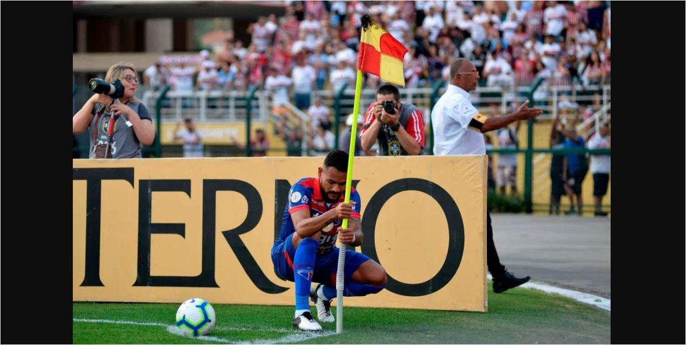 Mantan Barcelona dan Juventus Ini Kalah Oleh Sengatan Tawon