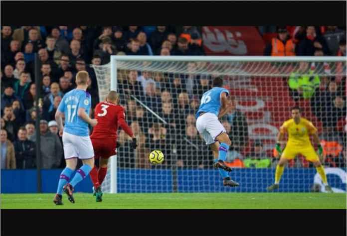 Wasit Abaikan Handball, Liverpool Serangan Balik dan Unggul 2-0